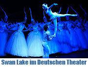 "Swan Lake im Deutschen Theater. Wunderschöne Musik, chinesische Akrobatik und klassischer Tanz bis zum 10.0.2009. Die ""Guangdong Acrobatic Troupe of China"" (Foto. Ingrid Grossmann)"