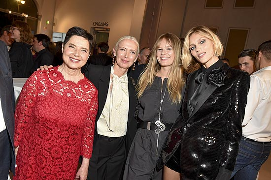 Isabella Rossellini, Christiane Arp (Chefredakteurin VOGUE Germany), Anna Ewers, Anja Rubik / VOGUE Preview Ausstellung in der Villa Stuck in München am 08.10.2019 / Foto: BrauerPhotos / G.Nitschke fuer VOGUE Deutschland