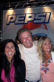 Pepsi managerin nagia el sayed freut sich mit didi und marion küffer