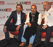 kevin costner live bei xxxlutz aschheim am fotos. Black Bedroom Furniture Sets. Home Design Ideas