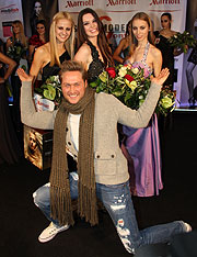 Model of the Year Nico Schwanz mit den Gewinnerinnen 2011 (©Foto. Martin Schmitz)