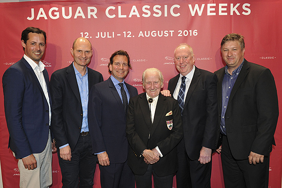 "Niklas Reissinger (Manager Jaguar Land Rover Markenboutique), Christian Uhrig (Marketingleiter Kommunikation Jaguar Land Rover), Michael Quinn (Enkel von Jaguar Gründer Sir William Lyons), Norman Dewis (legend√§rer Jaguar Testfahrer), Tony O''Keeffe (Jaguar Land Rover PR department), Till Beckmann (Jaguar Land Rover Classic Germany) Jaguar Classic Weeks Opening: ""British Icons on Wheels"" in der Jaguar Land Rover Markenboutique in München am 12.07.2016 Foto: BrauerPhotos / G.Nitschke f√ºr Jaguar"