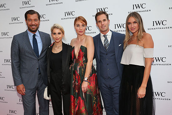 Henrik Ekdahl, Managing Director IWC Northern Europe, die Mode Bloggerinnen Caro Daur und Lisa Banholzer, CEO IWC Schaffhausen Christoph Grainger-Herr und Mode Bloggerin Nina Suess   ©Foto: Gisela Schober/ Getty Images für IWC