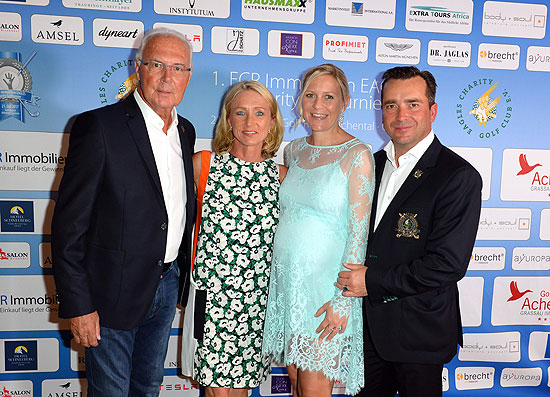 "Franz Beckenbauer mit Frau Heidrun ""Heidi"" / Falk Raudies mit Freundin Andrea Mühlbauer ( Ex -Frau von Maxi Arland ) beim  1. FCR Immobilien Eagles Charity Golfturnier im Golf Resort Achental in Grassau im Chiemgau am 21. Juli 2017   / ©Foto:: Schneider-Press/W.Breiteneicher"