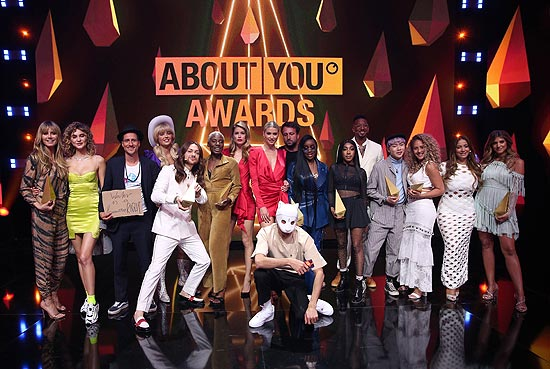 Finale: Michael Fritz, Nikeata Thompson, Riccardo Simonetti, Sandra Lambeck, Brian Havarie, Heidi Klum, Eunique Cudo Berkeley, Sarah Harrington und Natasha Kimberly bei den 3. ABOUT YOU Awards am 20.04.2019 in den Münchner Bavaria Studios (©Photo: Gisela Schober/Getty Images für ABOUT YOU)