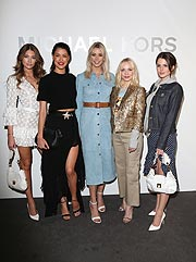 Lorena Rae, Rebecca Mir, Lena Gercke, Janin Ullmann, Ruby O.Fee  (alle in Michael Kors Collection) bei der Eröffnung des Michael Kors Stores am 2. April 2019 in München bei der Eröffnung des Michael Kors Stores am 2. April 2019 in München  (Foto von Gisela Schober / Getty Images für Michael Kors)