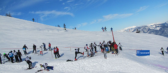Internationale Blasmusik-Skimeisterschaft - Start des Riesenslaloms am 29.01.2011 (©Foto: Martin Schmitz)