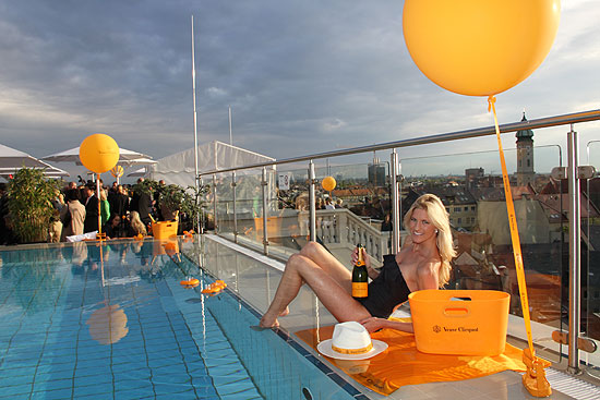 pool dachterrasse m nchen schwimmbad und saunen. Black Bedroom Furniture Sets. Home Design Ideas