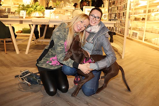 Georgia Guillaume mit hrem 5 Monate alten Hund Anound beim Pre-opening des neuen DEPOT Flagship Store am 14.02.2019  (©Photo: Isa Foltin/Getty Images für DEPOT)