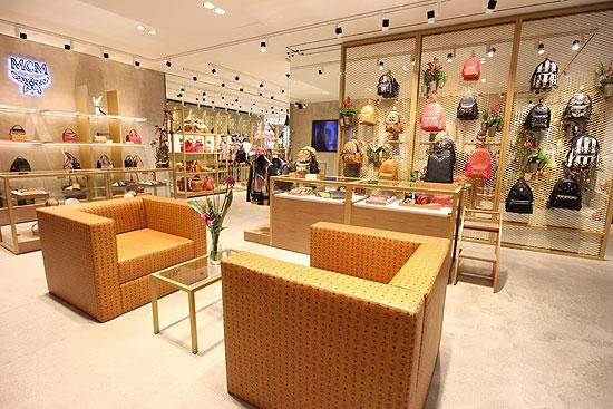 mcm er ffnet flagship boutique in der briennerstra e in. Black Bedroom Furniture Sets. Home Design Ideas